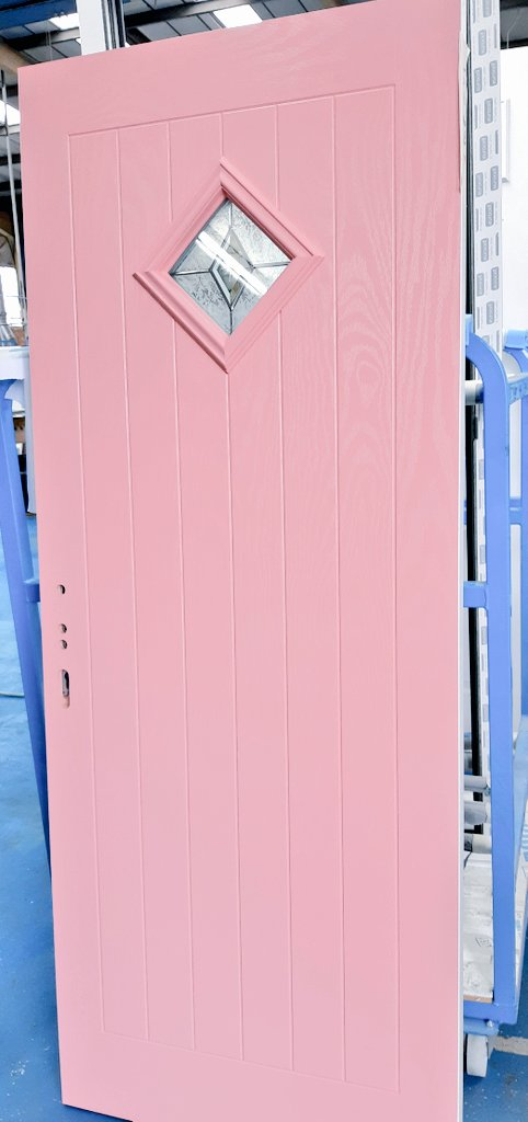 Looks like we've a few #mrshinch #hinchers fans buying doors. Second #pinkdoor this week. @mrshinchhome @eurocellplc @DOORCO_Official #doortrendspic.twitter.com/C8iCcactHx