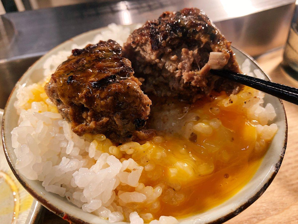 【挽肉と米】@東京:吉祥寺駅から徒歩5分焼きたて炭火焼きハンバーグと炊き立てご飯を食べられるお店。定食メニューは1つのみで、目の前で豪快に焼いた香ばしいハンバーグと羽釜で炊いた白米の最強コンビネーションが光る逸品!同じ金額でハンバーグ3つまで注文可能、ご飯もお代わりできます!