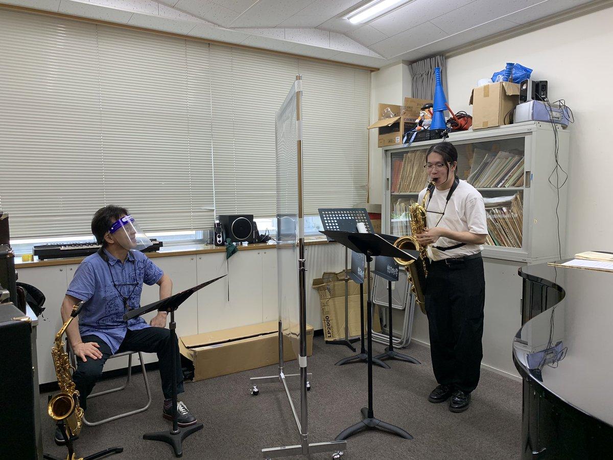 東京藝術大学、京都市立芸術大学、で少しずつ対面レッスンを始めております。集中した時間となりますね。感染対策しっかりしてるから、生徒の皆さんのびのびと楽しく演奏してます。