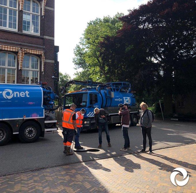 #BNNVARA volgt het water in en om de stad #Amsterdam. Gisteren waren de eerste opnames, met een glansrijke rol voor onze Deler! 👷⭐  Herken jij deze plek? 🔎 #riooljournalistiek