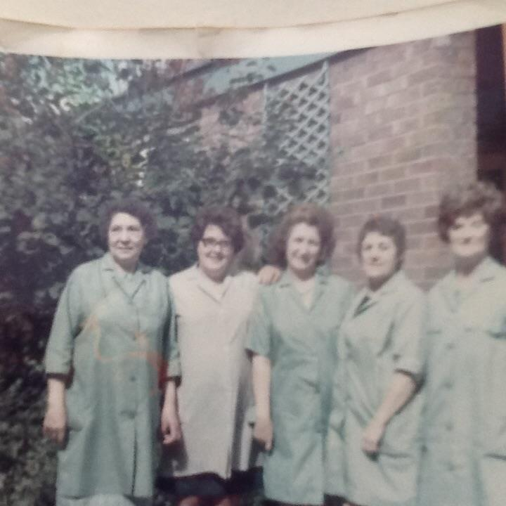 Here are the Chester College dinner ladies in 1973 🍽️ Let us know your memories of College dinner times! #WaybackWednesday #MyChesterStory https://t.co/3pfhL7FBz8