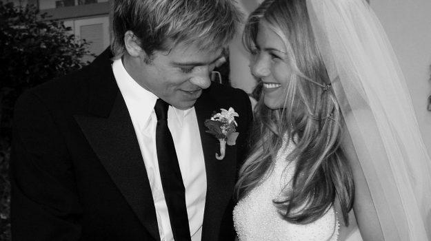 "#JenniferAniston choc sul matrimonio con #BradPitt: ""Tutto finto e costruito dai media"" https://gazzettadelsud.it/foto/societa/2020/07/08/jennifer-aniston-choc-sul-matrimonio-con-brad-pitt-tutto-finto-e-costruito-dai-media-75f7dc97-eb70-4dc2-be08-4ab9d4710c16/?utm_medium=feed&utm_source=twitter.com&utm_campaign=Feed%3A+gsud_twitter_feed…pic.twitter.com/ViLjhjOfYs"