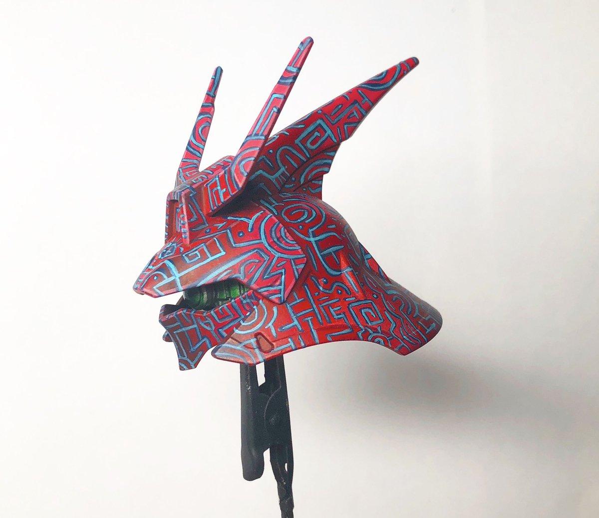 サザビーの頭に古代模様を描きました!全て筆で塗っています♪かっこよく出来たのでご覧ください。使用塗料はシタデルカラーです!#ガンダム #ガンダムの日 #ガンプラ #筆塗り