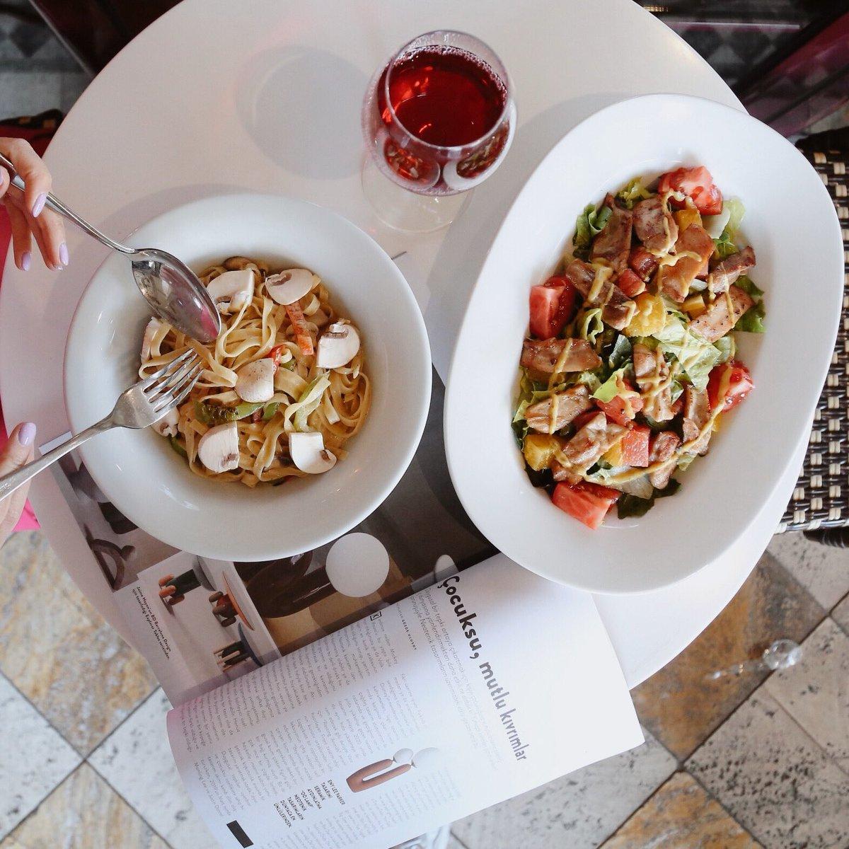Öğle ve akşam yemeği için zengin ana yemek, salata ve aperitif seçenekleriyle Gordion Cafe Des Cafes sizleri bekliyor. #GordionGibisiYok https://t.co/VdyKT1xILW