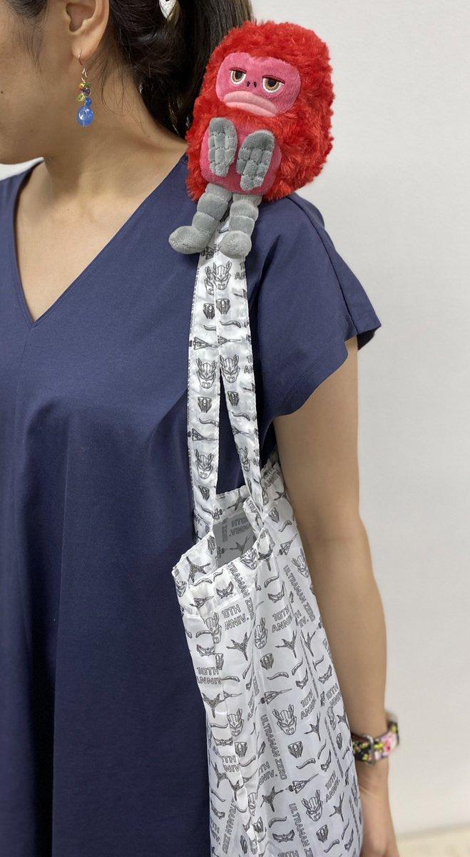 ☆新商品情報☆7/1〜レジ袋が有料化になって、エコバッグ、マイバッグは必需品になりましたね。そこで、今日はこんなかわいいエコバッグをご紹介🎈かわいいピグモンのぬいぐるみの中にカッコいいゼロのエコバッグが・・・😍お買い物の後は、ピグモンを肩に乗せて帰れます♪(2300円+税)