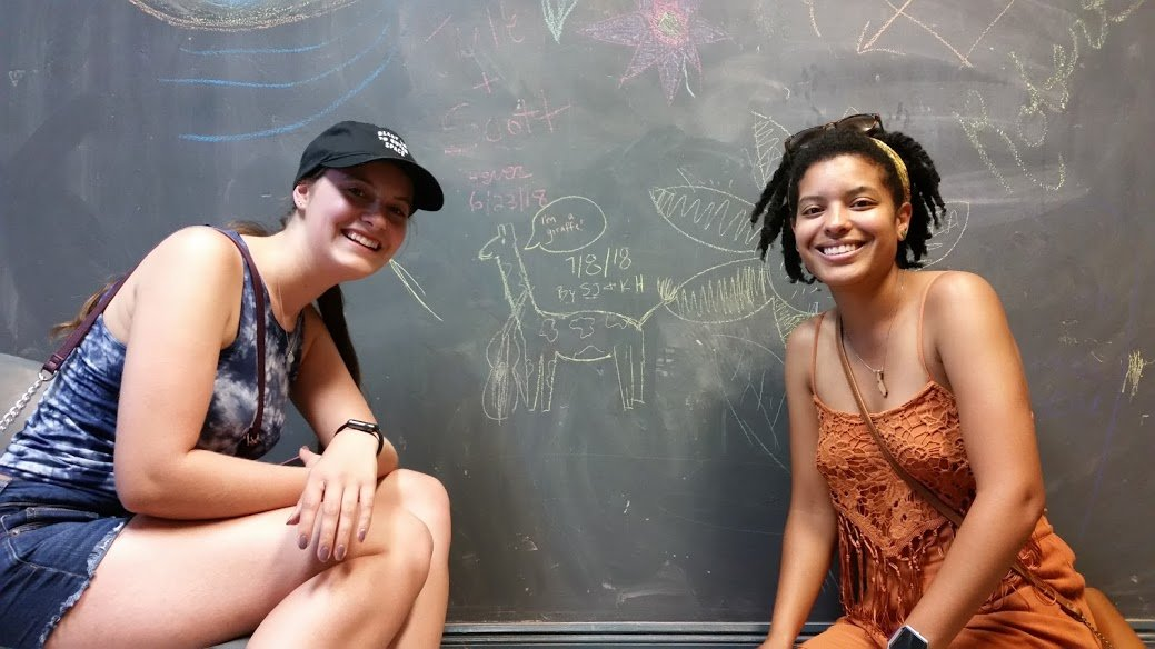 Facebook memories 7/8/18 a coupla chicks drew a violin-playing giraffe in the Graffiti Vault. pic.twitter.com/2AS805oXcZ
