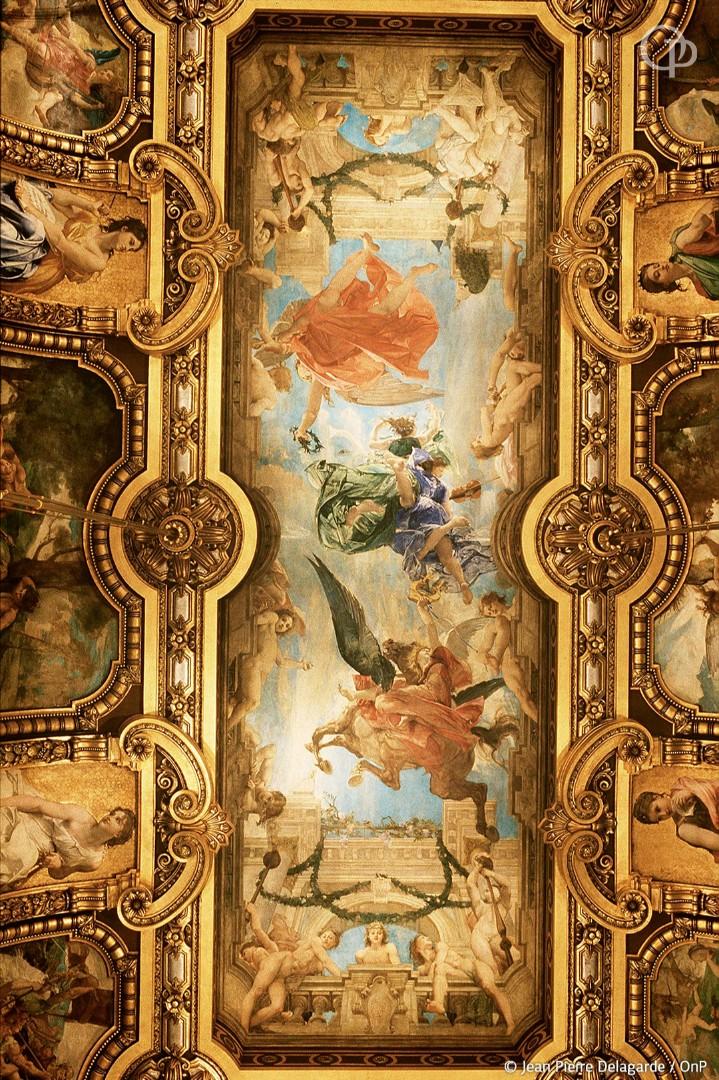 Si vous visitez le Palais Garnier, n'oubliez pas de lever la tête pour admirer ses plafonds incroyables... 😍  Réservations : https://t.co/FufVNOQ5J8 https://t.co/iue85nkZjo