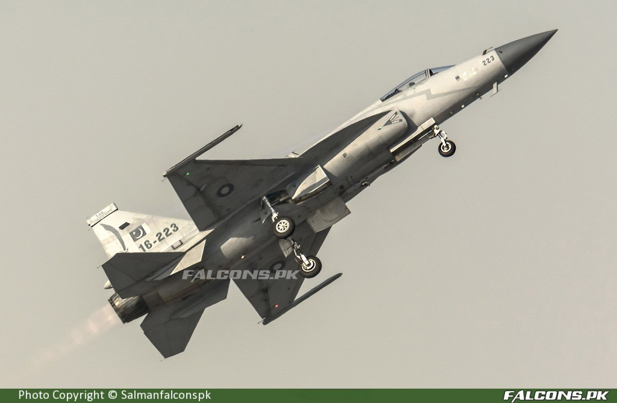 https://www.youtube.com/watch?v=OXumRY1xbPQ …  #PakistanAirForce #PakistanZindabad #PAF #JF17 #Pakistan #JF17Thunder #AviationPhotography #FalconsSpotterspic.twitter.com/54bWy7x1oZ