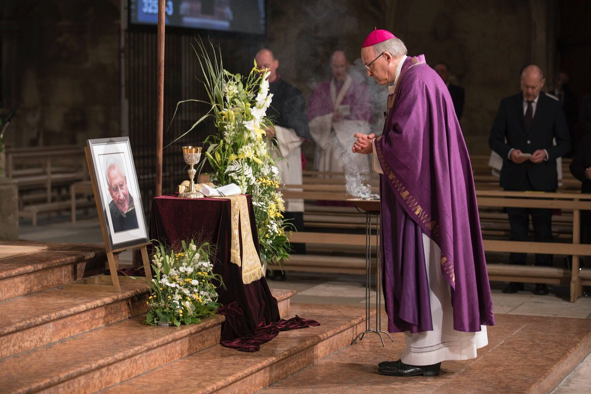 July 8   Requiem Mass for Mons. #GeorgRatzinger in Regensburg today with Bishop Voderholzer, Card Müller http://et.al.   Credit: Uwe Moosburger/Bistum Regensburg. pic.twitter.com/KRvoh7I6we