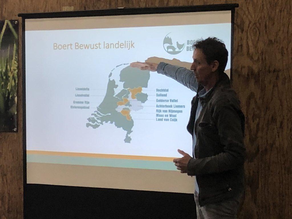 @BoertBewust rolt uit over Nederland #vanonderuit #trotsoponzeboeren https://t.co/nc9blrL9Ma