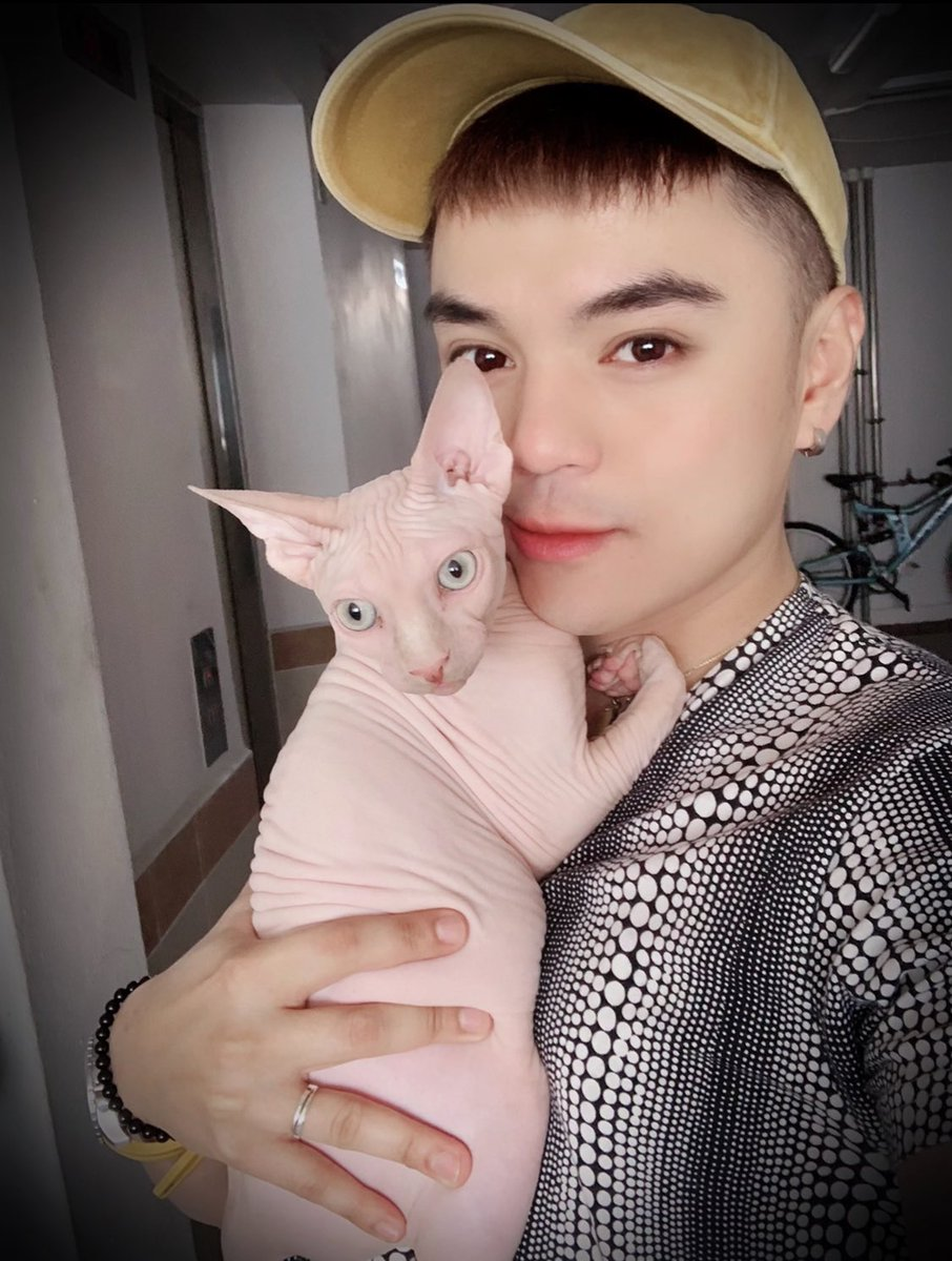 I love you my Prince MC @kekeipeewee #fatherandgrandson #sphynx #cat #iloveyou #myforeverbaby pic.twitter.com/lC8CniPETn