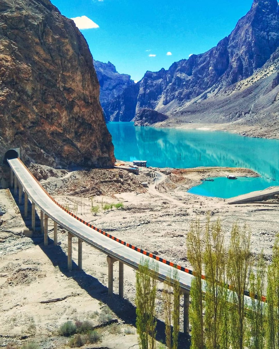 Beautiful view of Attabad Lake, Shishkat Gojal Hunza, GB, Pakistan🇵🇰 #Pakistan #BeautifulPakistan #Travel #Tourism #Hiking #Nature #Explore #Photography #VisitPakistan #TourismInPakistan #Beauty #TravelPakistan #Wonderfulpakistan #Pakistani #PakistanZindabad https://t.co/QR0w7icPFt