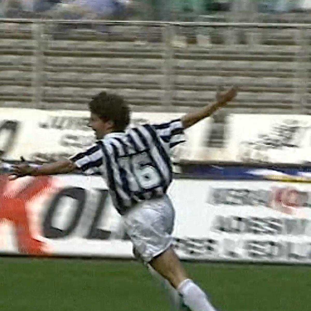 1️⃣/2️⃣9️⃣0️⃣  🔙 to where it all began: @delpieroale's first ever Juventus goal ❤️⚽️ https://t.co/uVJgXWS7wE