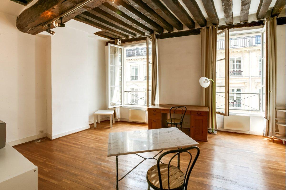 Bonjour  #CHASSEURDETOIT vous propose à la vente Rue de le Verrerie Paris 4ème, un magnifique Studio (possibilité deux pièces) de 27,34m² . 2ème étage sans ascenseur. Coup de coeur !!!  #share #immobilire #paris #ilovemyjob  info@chasseurdetoit.com pic.twitter.com/VSxFDcWzTy