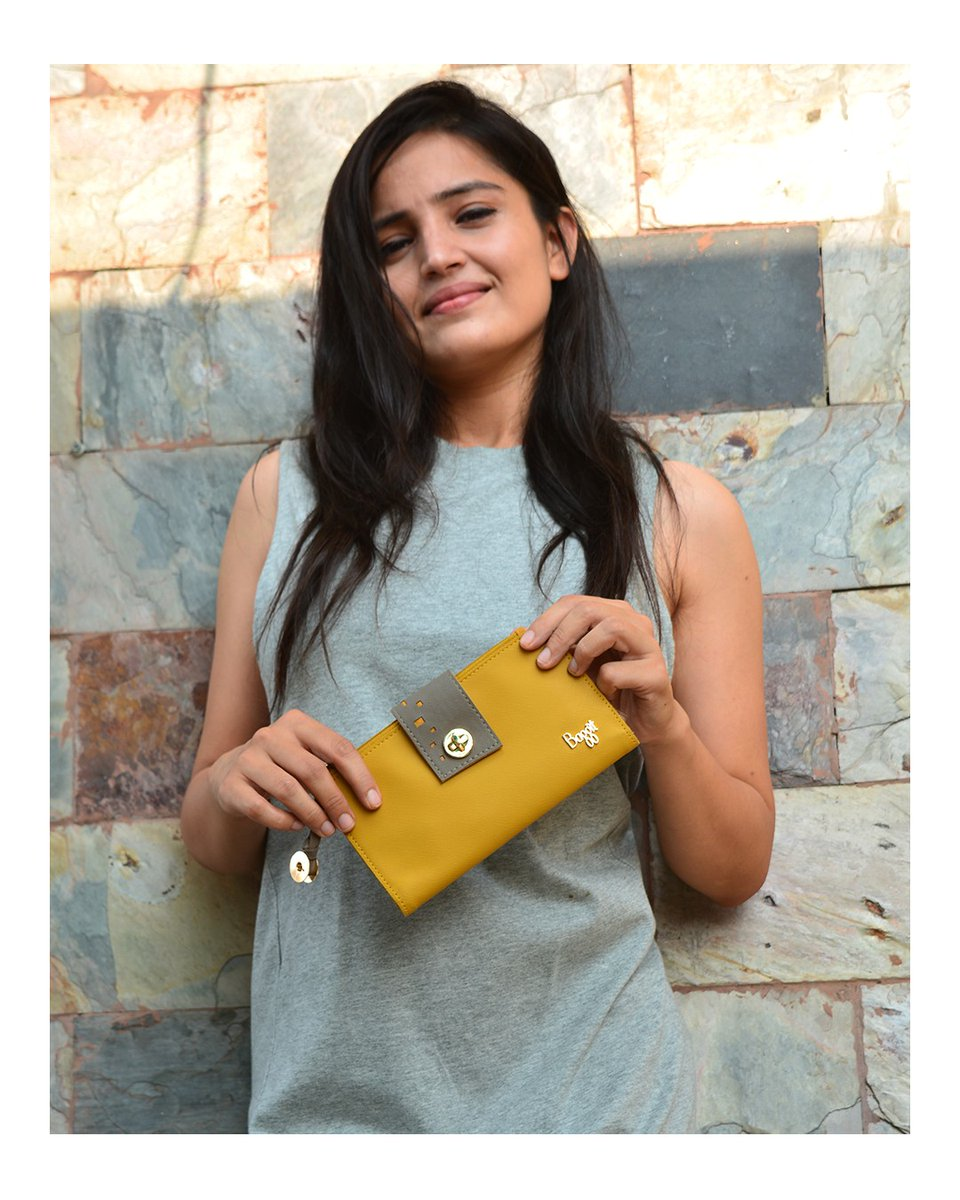 Amp up your casual look with a smart and chic ladies wallet flaunting this quirky closure, bright hue wallet - LW TOILS with a T-shirt dress. #ladieswallet #ladiespurse #fashiontips #madeinindia https://t.co/yOFWMYaJhA
