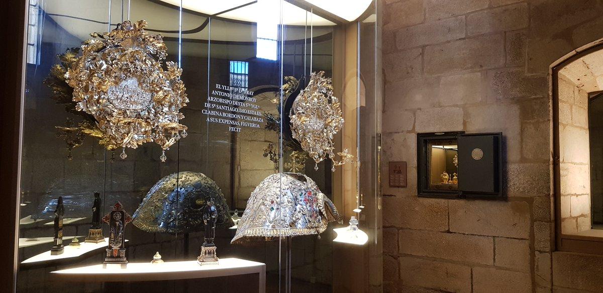 El Tesoro de la Catedral de Santiago reabre al público tras concluir su remodelación, realizada con el apoyo de ABANCA. Se puede visitar como parte del recorrido del @MuseoCatedralSC. 👉https://t.co/5HU3DA1Fhg https://t.co/qkXu8imRkT