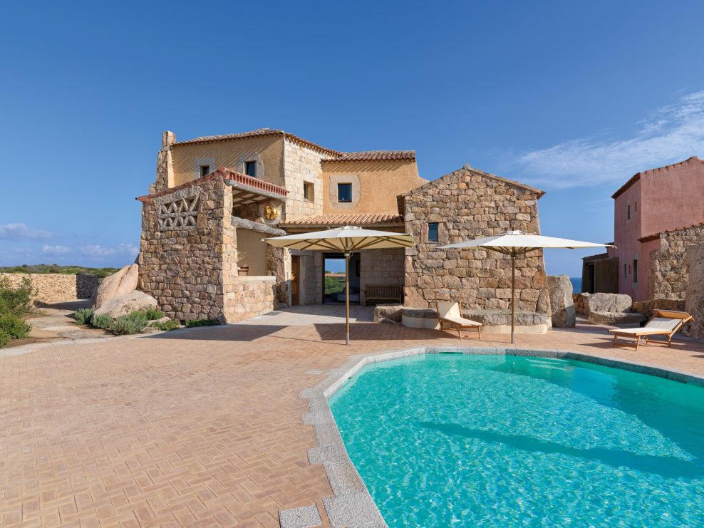Архитектура и интерьер дома на средиземноморском побережье.  #интерьер #дизайн pic.twitter.com/kR8UlJhQaq