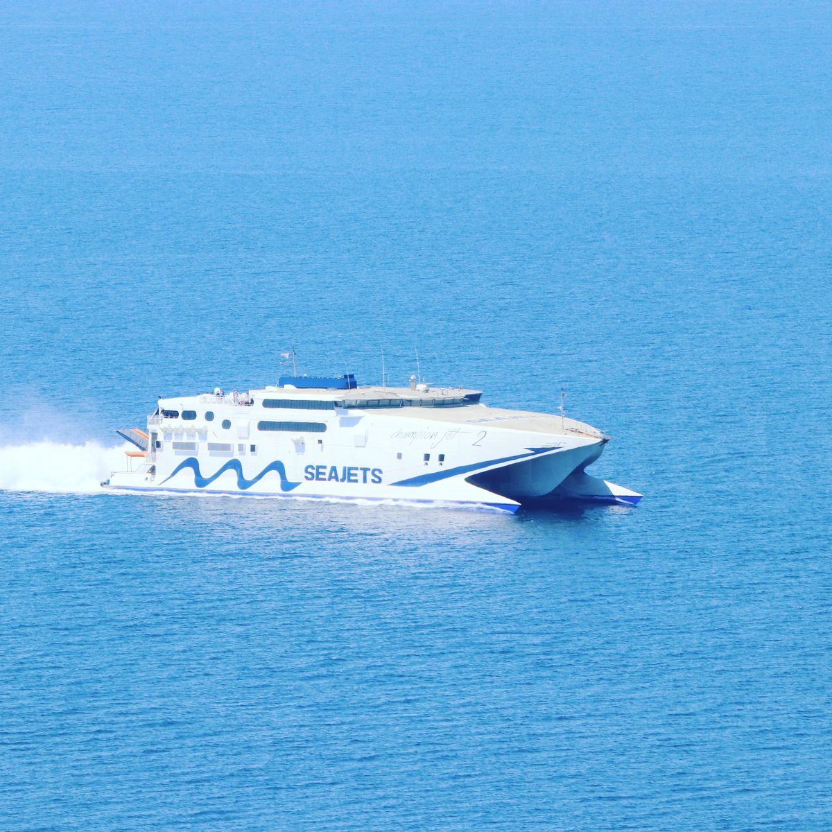 Fast ! #astraeusholidays #holidays #Greece #Naxos #summer #Travel #islandhopping #vacation #seajets #cyclades #Wednesdaypic.twitter.com/uyCv29gATm