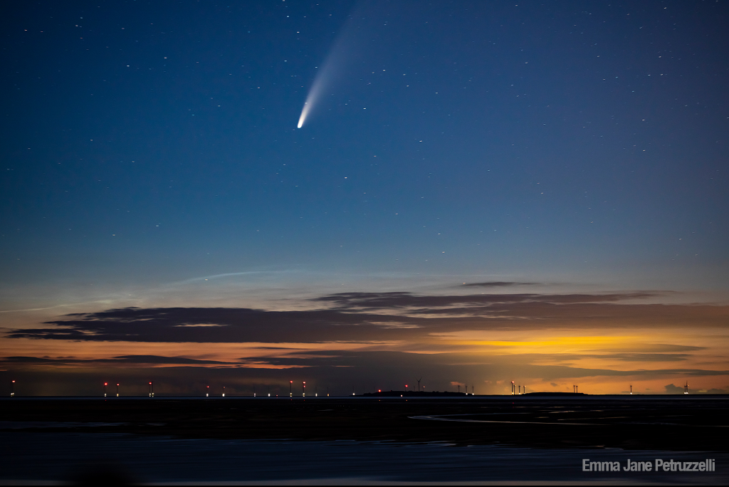 🤔 Have you seen Comet NEOWISE in the evening sky? Tune in to #NASAScience Live at 3pm ET for a public Q&A with our comet experts, and learn how to catch a glimpse of this rare occurrence before it's gone. Watch: youtu.be/FFn4-kQPjzk Submit questions now using #askNASA.