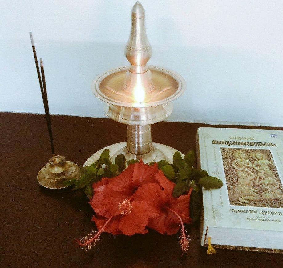 വീണ്ടും ഒരു രാമായണ മാസം കൂടിവരവായി... രാമനാമം ജപിച്ചു കൊണ്ട് തുടങ്ങാം ഈ രാമായണ മാസം.ശ്രീരാമചന്ദ്രന്റെയും,സീതാമാതാവിന്റെയും അനുഗ്രഹം എല്ലാവർക്കും ഉണ്ടാകട്ടെ🙏. #Ramayana #JaiSriRam  #Ramayanamonth #sreerama  #Ramayana https://t.co/zc4EGyVfIA