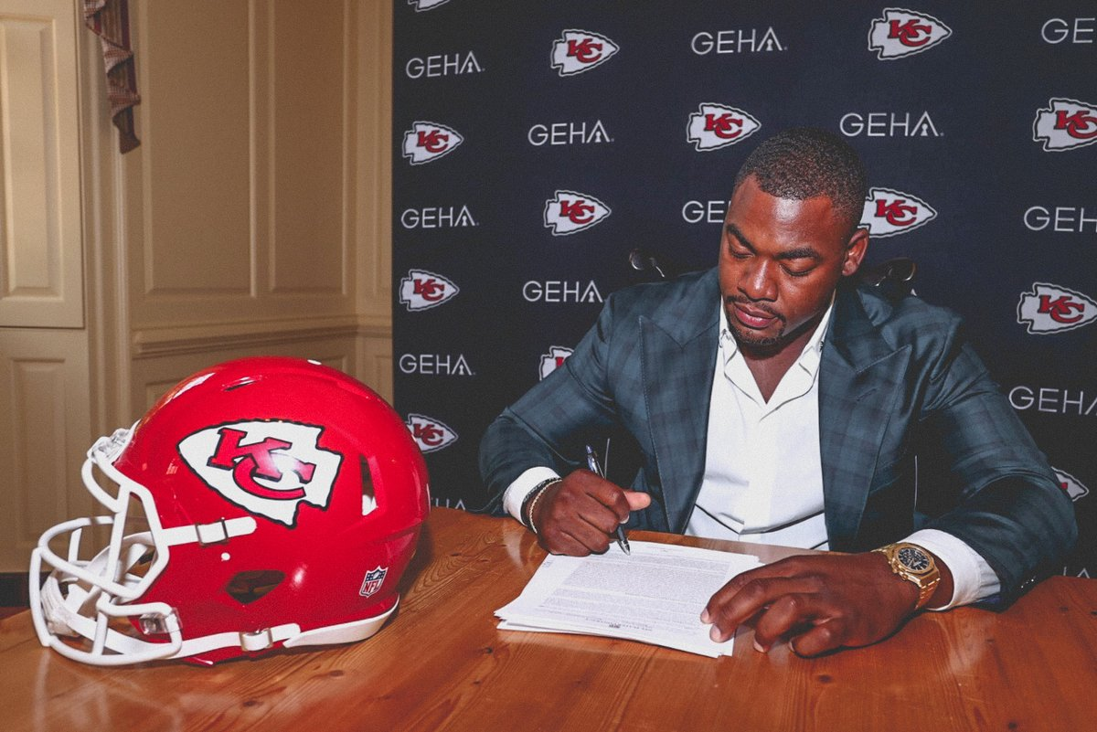 We've officially signed the CEO of Sack Nation @StoneColdJones to an extension ✍️ #ChiefsKingdom https://t.co/sFrSSdRLID