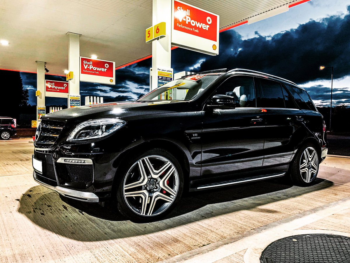 Where did Autumn come from all of a sudden?  Hello @mercedesbenz @mercedesbenzuk @mercedesamg @f1mike28   #supercarsfordad #supercar #supersuv #mercedes #mercedesbenz #mercedesamg #ml63 #ml63amg #gle63 #gle63amg #g63 #g63amg #amg #v8 #m156 #m157 #w164 #w166  #amggt #amggtcpic.twitter.com/5cAx6bZ9BK