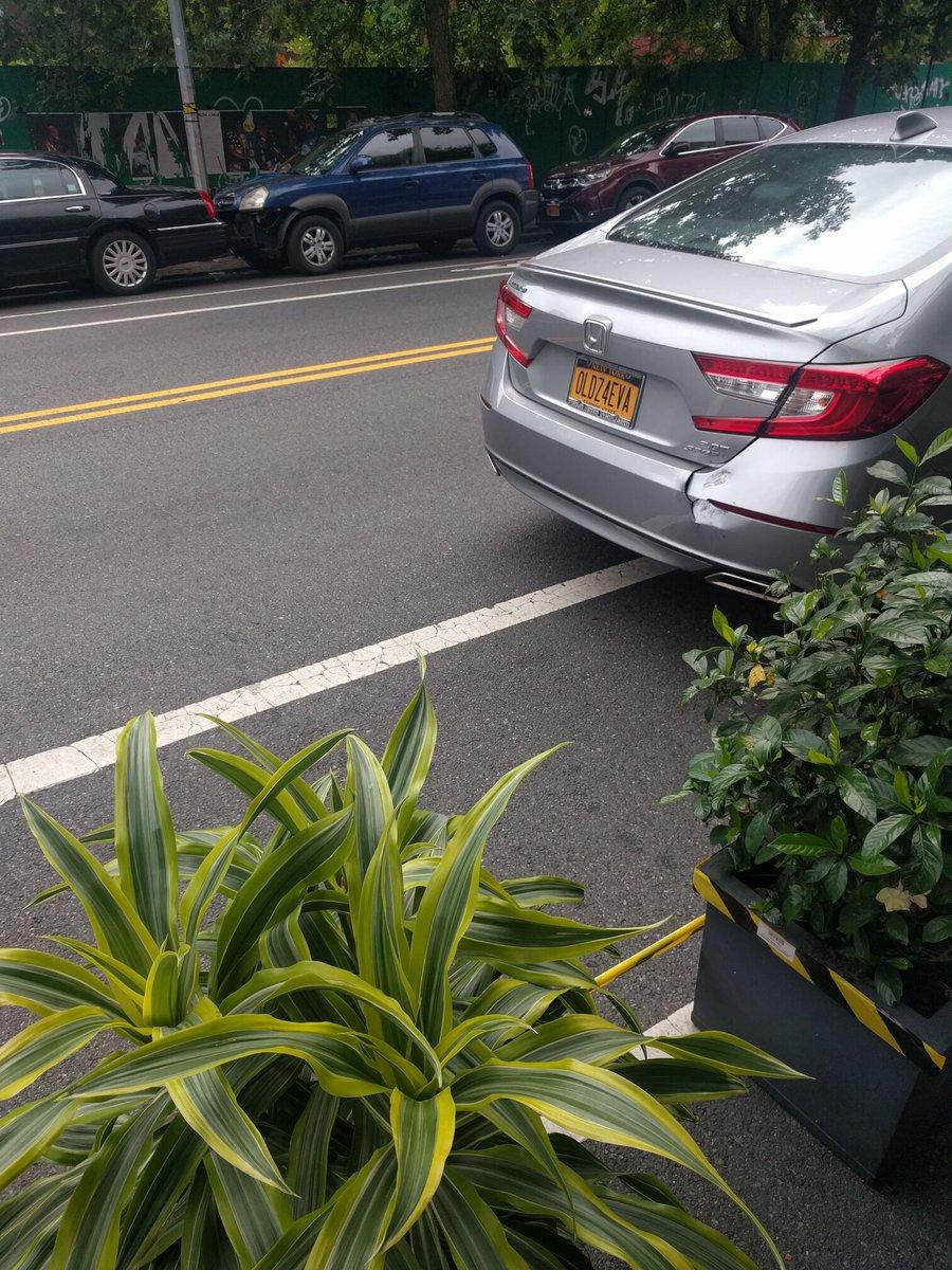 Honda Accord driver OLDZ4EVA blocked the bike lane near 736 Washington Ave on July 8. This is in Brooklyn Community Board 08 & #NYPD77. #VisionZero #BlockedBikeNYC