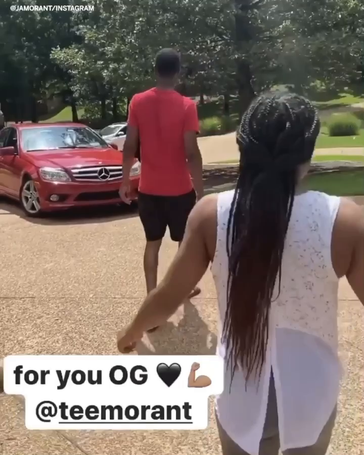 .@JaMorant surprised his dad with a new car ☺️ https://t.co/JrPQtRDV48