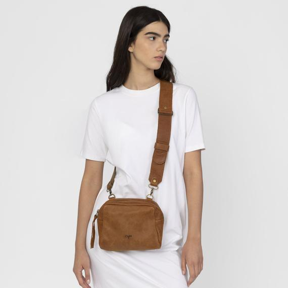 Brown Leather Fanny Pack , Women Fanny Pack, https://etsy.me/3e8AO4r  # #womenbags #leatherbag #womenpurse #smallcrossbodybagpic.twitter.com/45AxEEP7XU