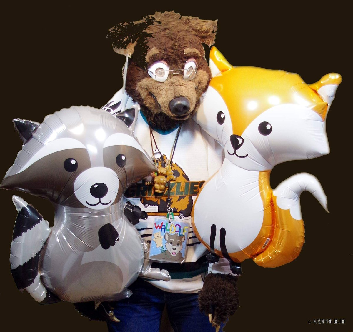 "#FursuitFriday #Waldolf with some #helium filled #Balloon ""friends""   #fursuit #fursuiter #fursuiting #bear #costume<br>http://pic.twitter.com/fgrN6hiCeK"