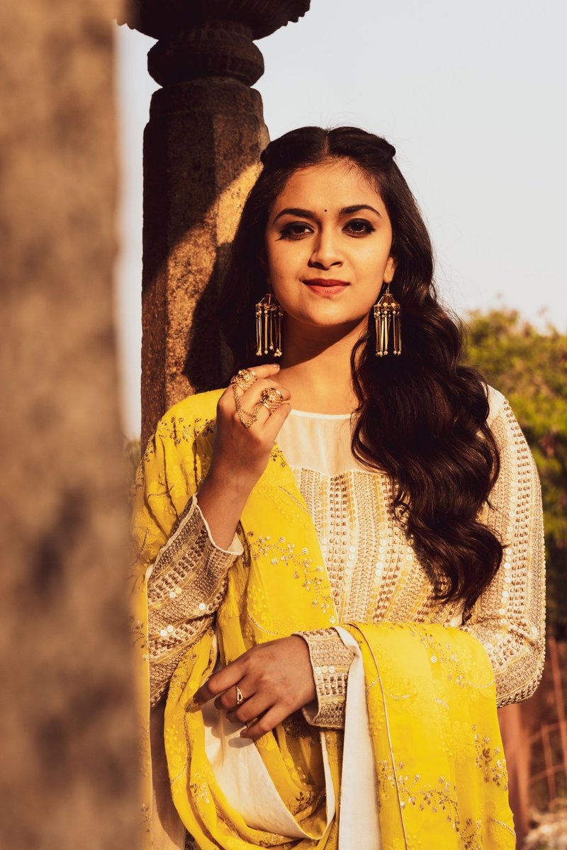 Excuse Me , For Interrupting Your Day But I just want a Moment to tell you how Awesome you really are !   @KeerthyOfficial    #KeerthyBDayGalaIn100D  @KeerthyOfficialpic.twitter.com/tV06DOP5fq
