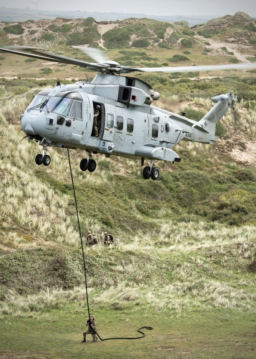 Hold on! 🚁🤙🏼 @845NAS conducting combined JPR training serials alongside @847NAS and @RoyalMarines from L Coy @42_commando as part of Ex Merlin Storm. #CommandoMerlin #blokesonropes #FlyNavy @co_chf @DefenceHQ @RoyalNavy (📸 credit @aitchiar)