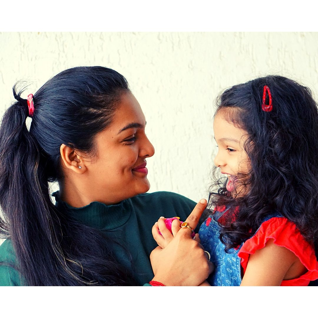 Perfect Picture. A smile speaks itself. The best bonding of a mother and the daughter. Mumma always loves you Anaessha.  #daughterslove #youmeantheworldtome #foreverbond #mycutiepie #cutenessoverload#bondingtime#bondingmoments #mymunchkin #notsolittleanymore pic.twitter.com/ojICMK2gkZ