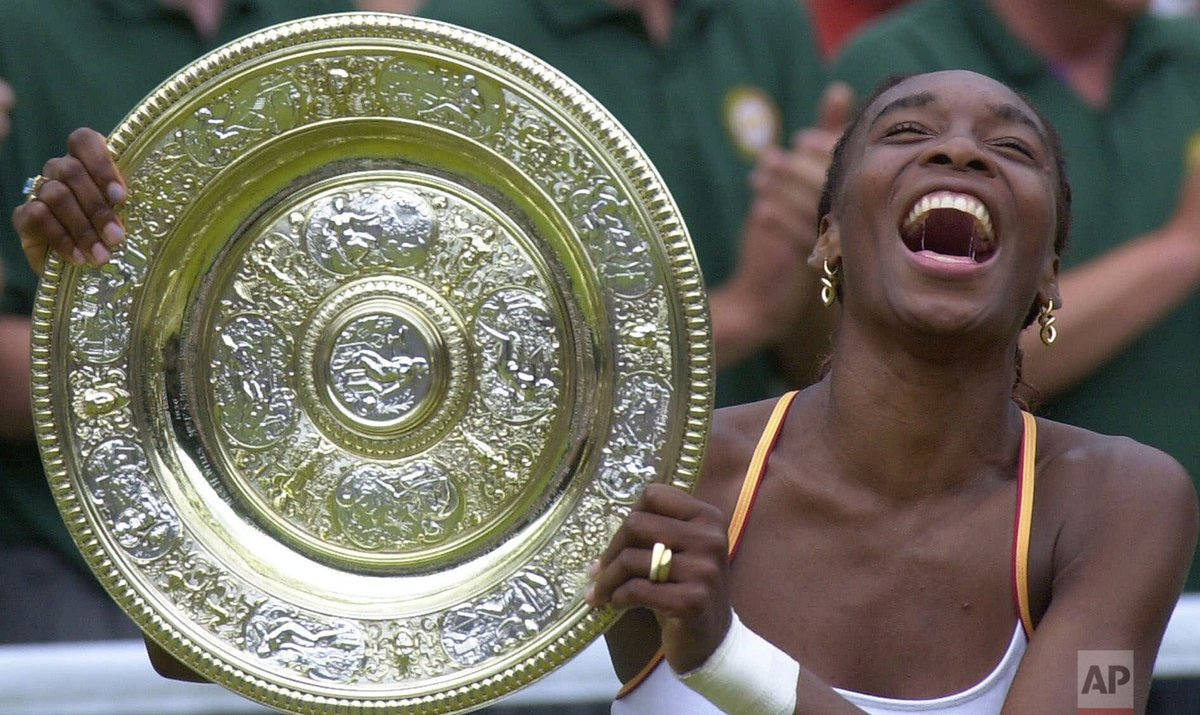 20 years ago today, Venus Williams beat Lindsay Davenport 6-3, 7-6 (3) for her first Grand Slam title, becoming the first Black female champion at Wimbledon since Althea Gibson in 1957-58. https://t.co/9a5bmue47t