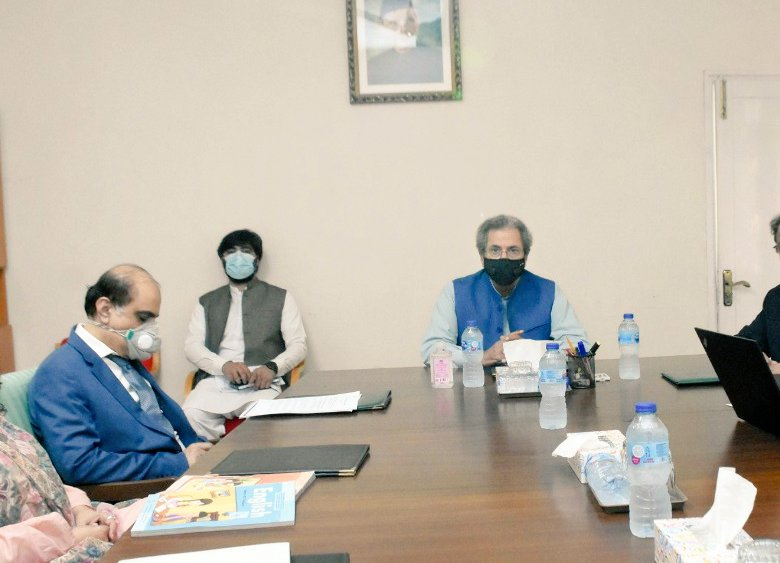 Federal Education Minister @Shafqat_Mahmood visited National Curriculum Council. He was briefed on progress of preparation of Single National Curriculum. Minister emphasized that quality education is right of every child and government is committed to this cause @ImranKhanPTI