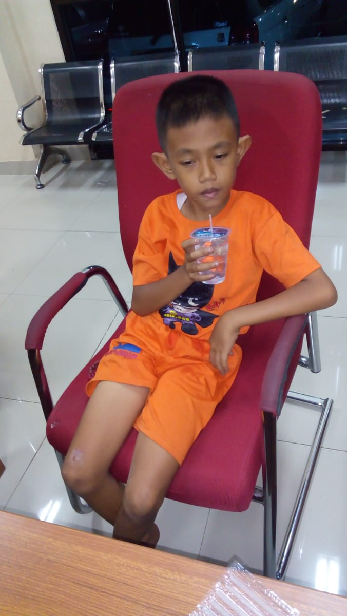 telah ditemukan anak hilang Ciri - ciri tidak bisa berbicara,umur -+ 8 tahun anak tersebut diamankan di SPKT Polres Jakpus,bagi yang mengenal bisa langsung datang ke Polres Jakpus https://t.co/kOqfJlEdwe