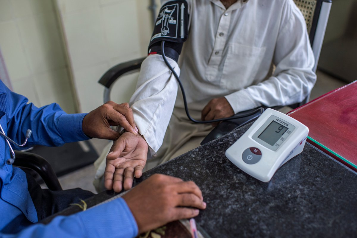 WHO provides technical guidance for countries to keep essential health services for noncommunicable diseases running despite disruption from #COVID19.  More details 👉https://t.co/FZfgWdpUGn #WHOImpact https://t.co/rolNFPCVoa