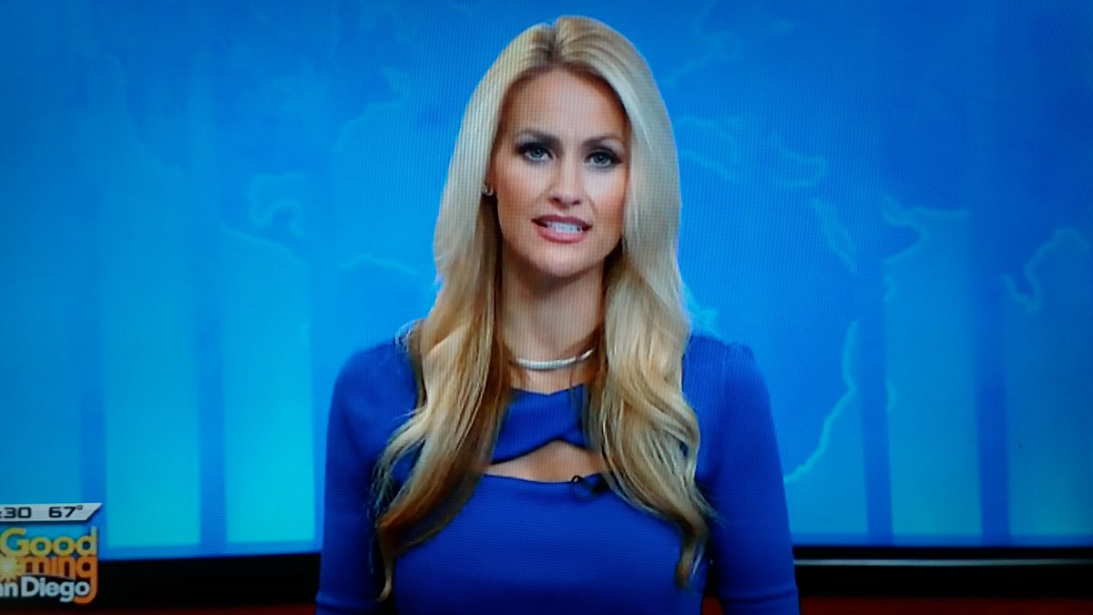 @LaurenKUSI While the news may not always be the best one thing sure is and that's starting off the day with the beautiful talented @LaurenKUSI on @KUSI_GMSD Happy Hump Day 💛 Lauren💛  Loving the 💙 Blue 💙 Dress👗my friend 😍 https://t.co/c4Qvru2hbk