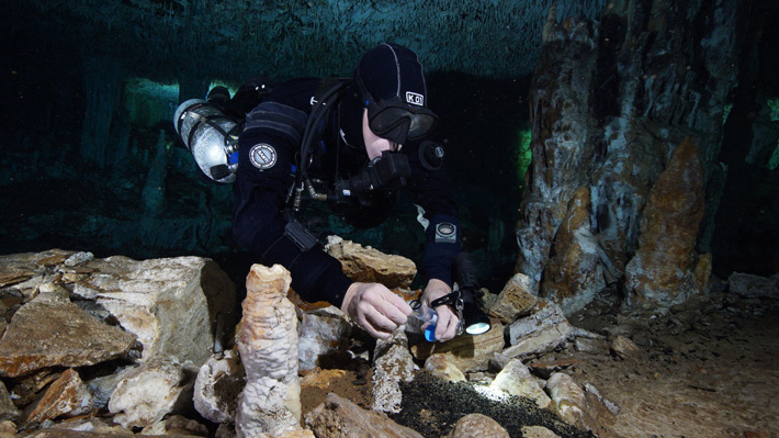 The remains of nine individuals dating back some 13,000 years have been found alongside hearths, smoke marks, firewood, mining debris, stone tools, and navigational aids in flooded caves in the Yucatan peninsula.   https://t.co/zzNhKkisnD https://t.co/uWy6mCgjsO