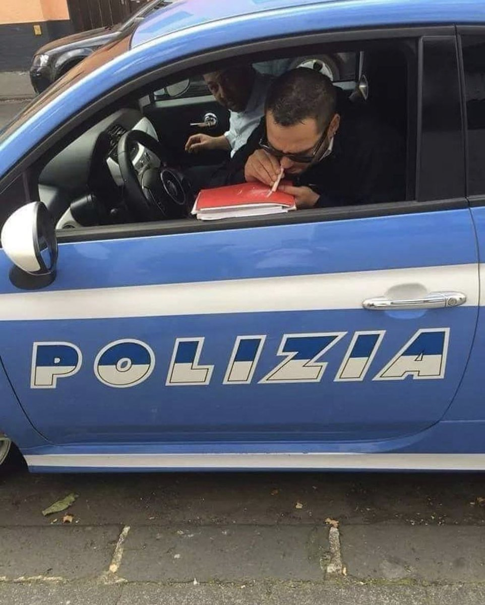 Only in #Italy  #saynotodrugspic.twitter.com/e8hoqgnbZL