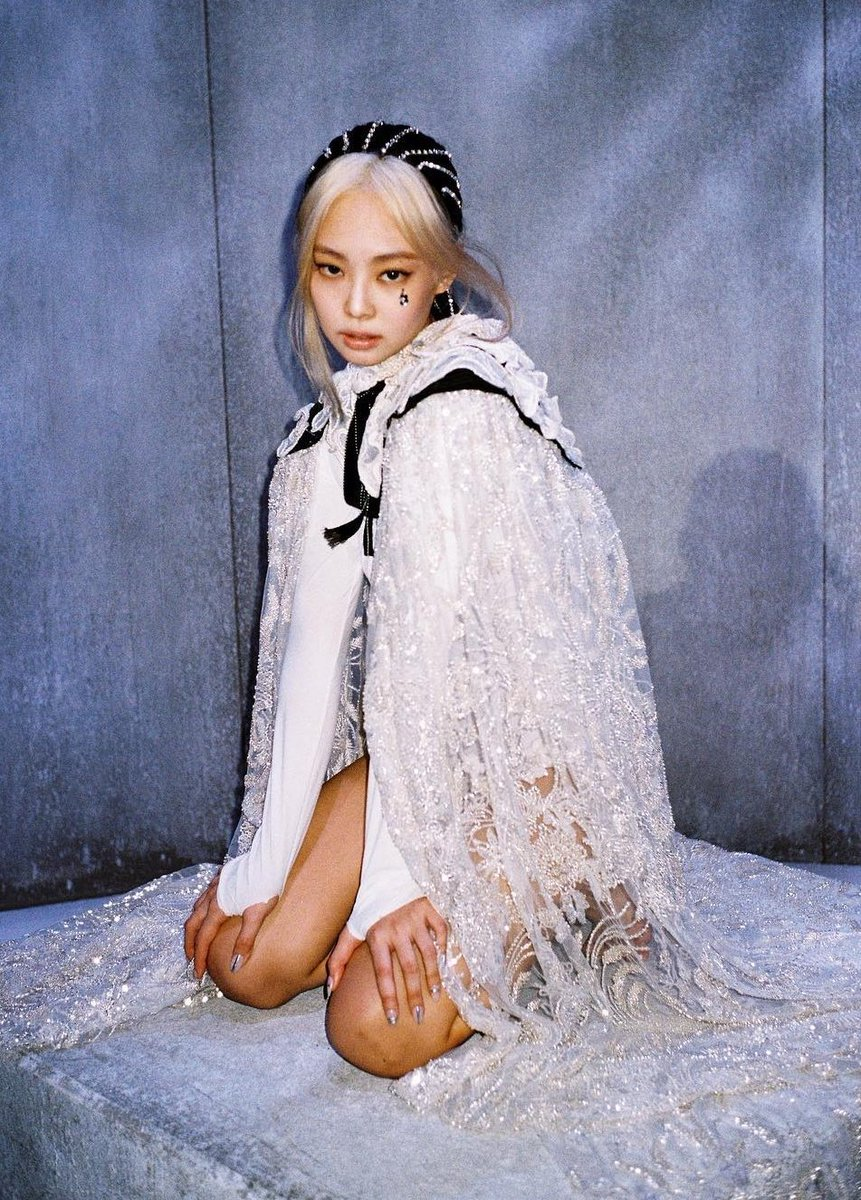 #JENNIE  haute couture cape for How You Like That MV costs 30,000 USD (35M WON) <br>http://pic.twitter.com/LRvyLsthfs