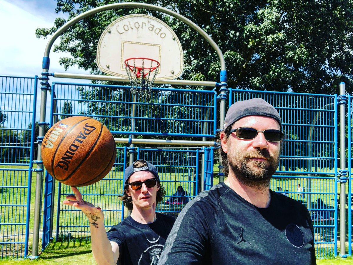 Session basket sur l'île Forget ! pic.twitter.com/98pIBQzEwG