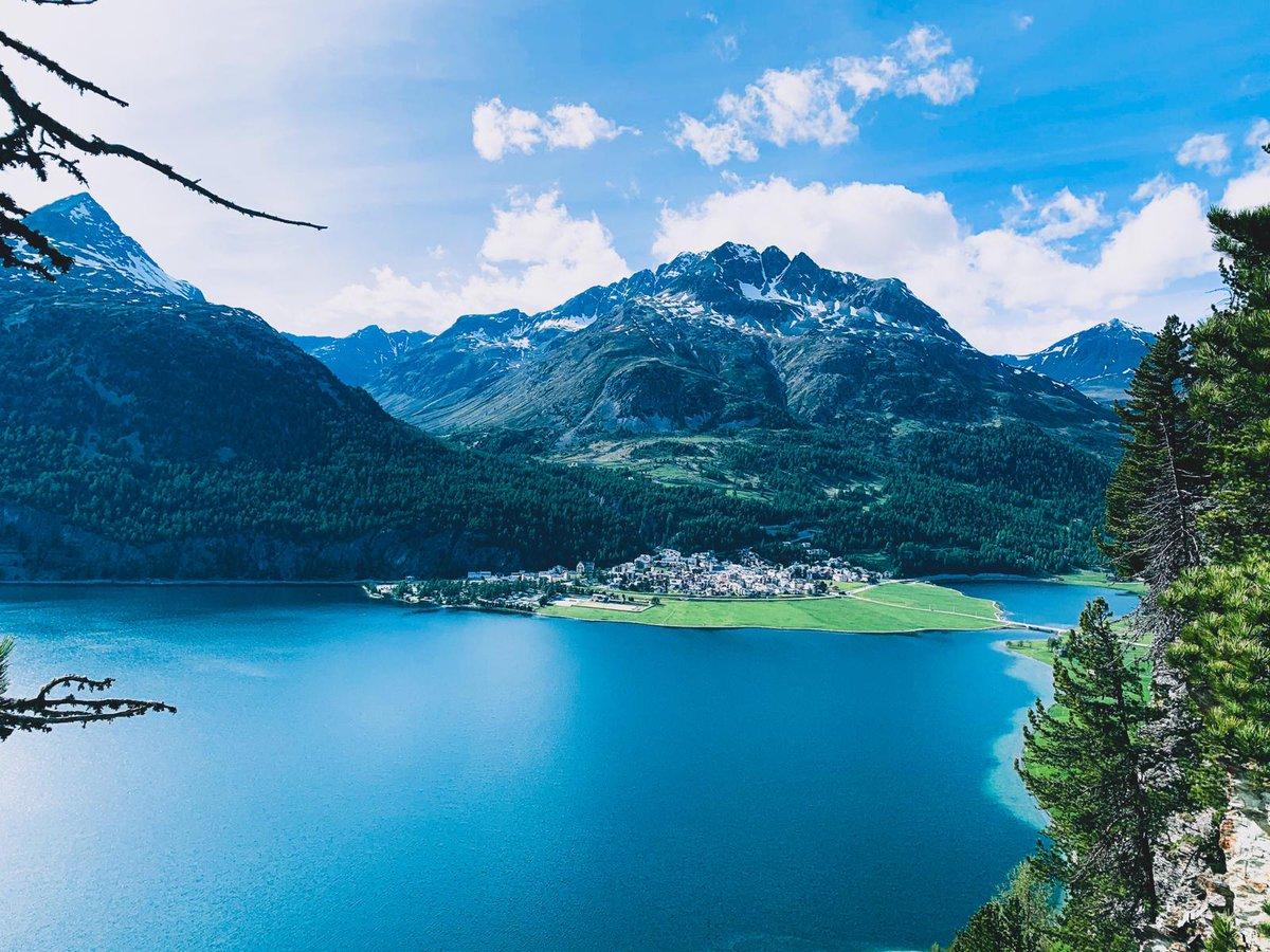 ☀️Sonnige Grüsse aus dem wunderschönen Engadin ⛰️😍 Wir wünschen euch einen schönen Abend! #sunnyday #engadin #mountains #designhotel #silvaplana #corvatsch #inlovewithswitzerland #summerinthealps #ashanticollection https://t.co/G75H43ZwNp