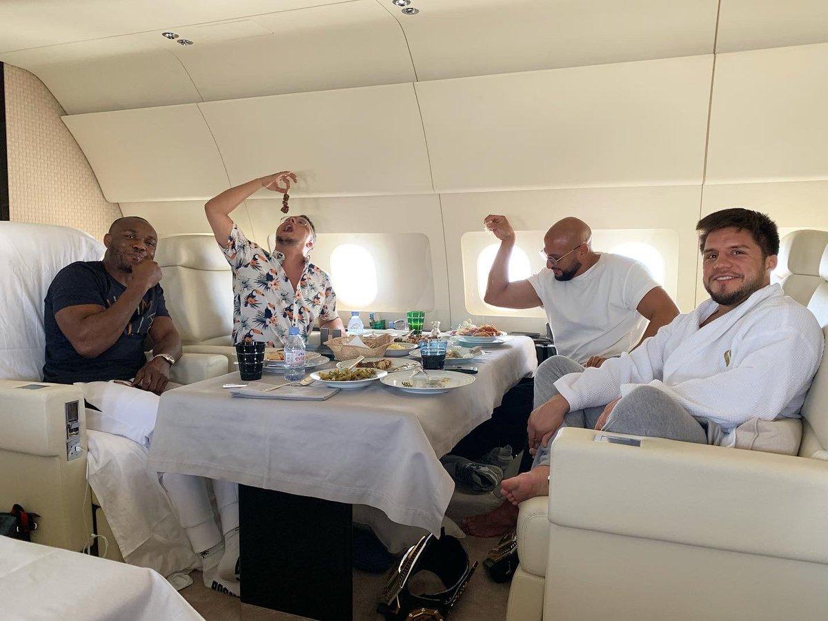 What flying private should look like 😏😂 #bigboyplane #UFC251 #slightflex https://t.co/qYzdC8qaXW