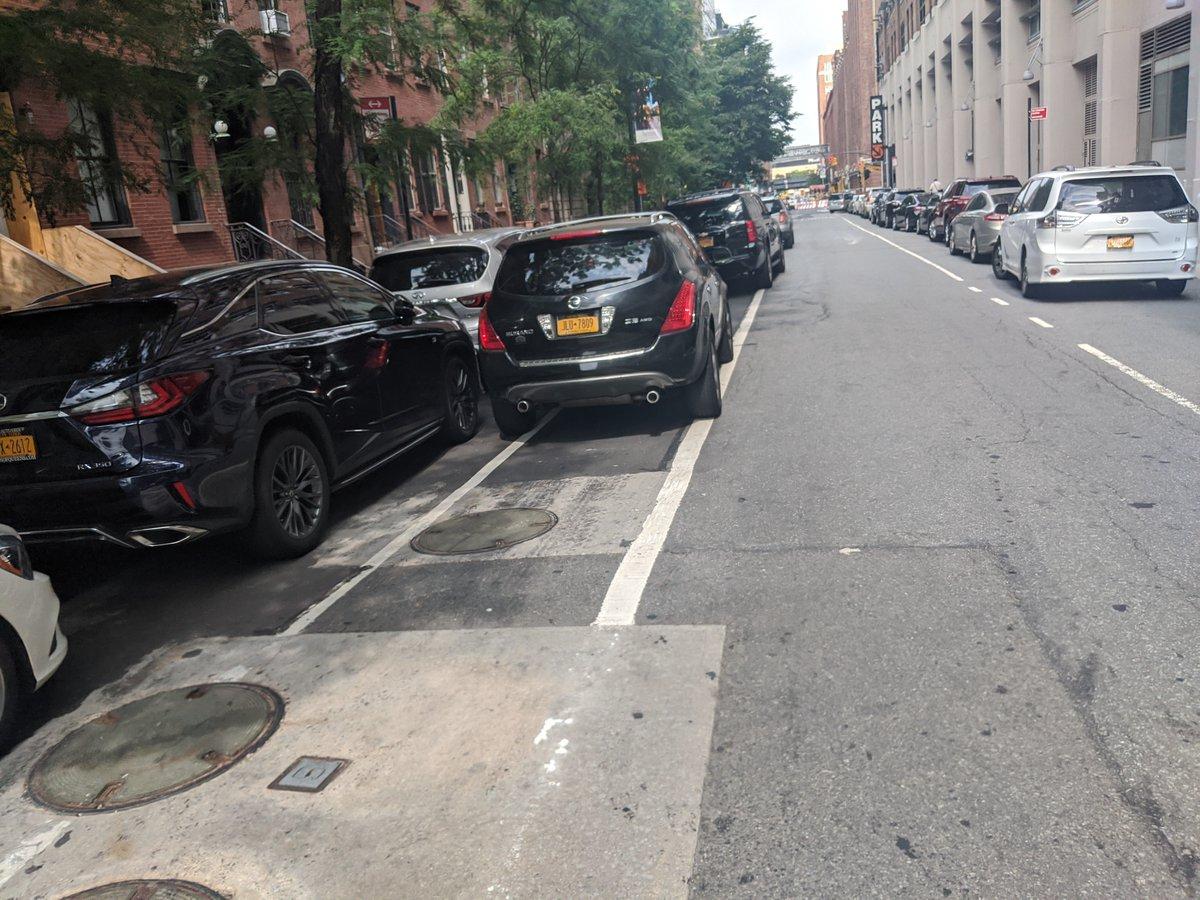The driver JLU7809 blocked the bike lane near 315 W 15th St on July 8. This is in Manhattan Community Board 04 #ManhattanBoard4 & #NYPD10. #VisionZero #BlockedBikeNYC
