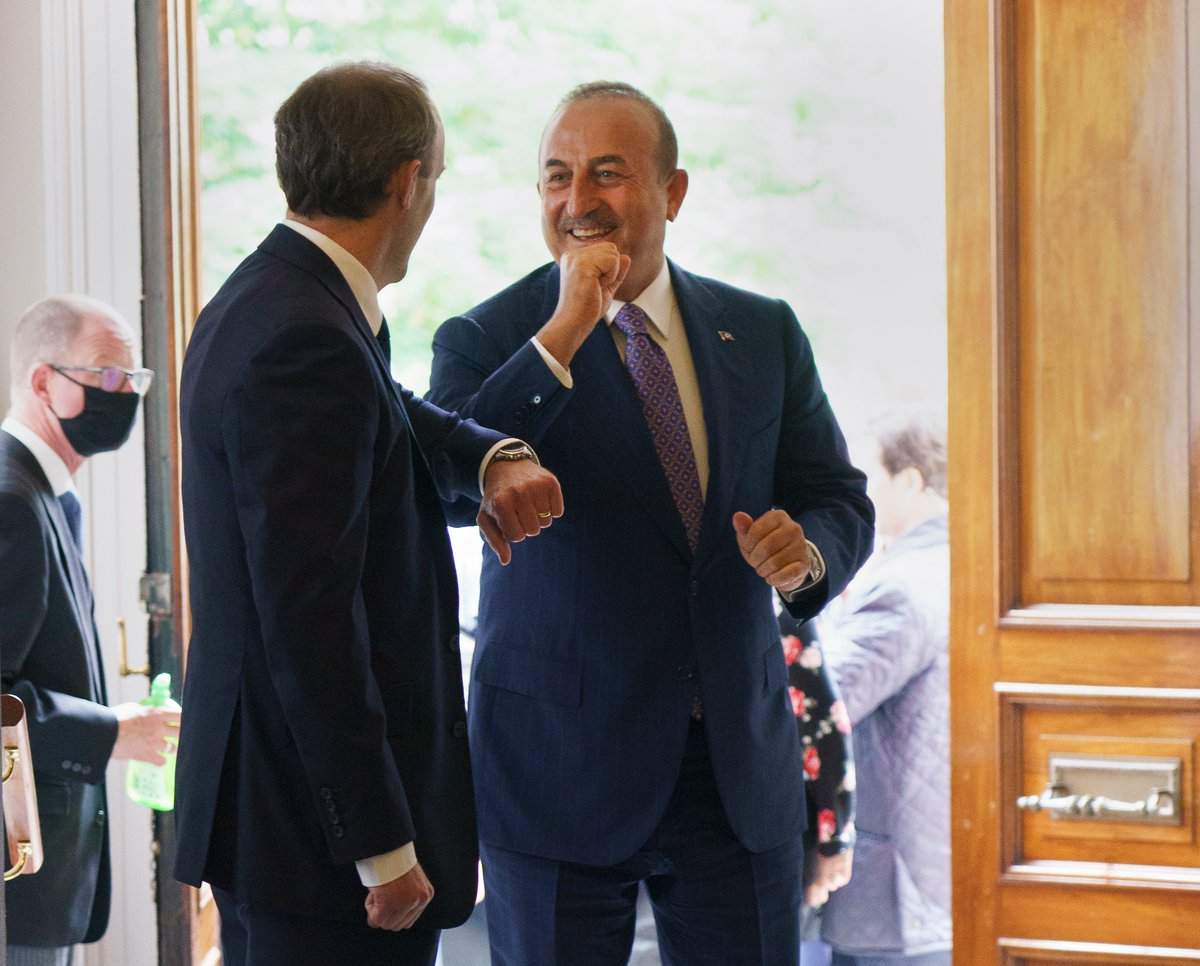 Today I welcomed Turkish Foreign Minister @MevlutCavusoglu to the 🇬🇧 to discuss key UK-Turkey free trade agreement in 2020, international efforts on Syria & our shared interest as NATO allies in forging regional stability. https://t.co/bkE1Zy5UoR