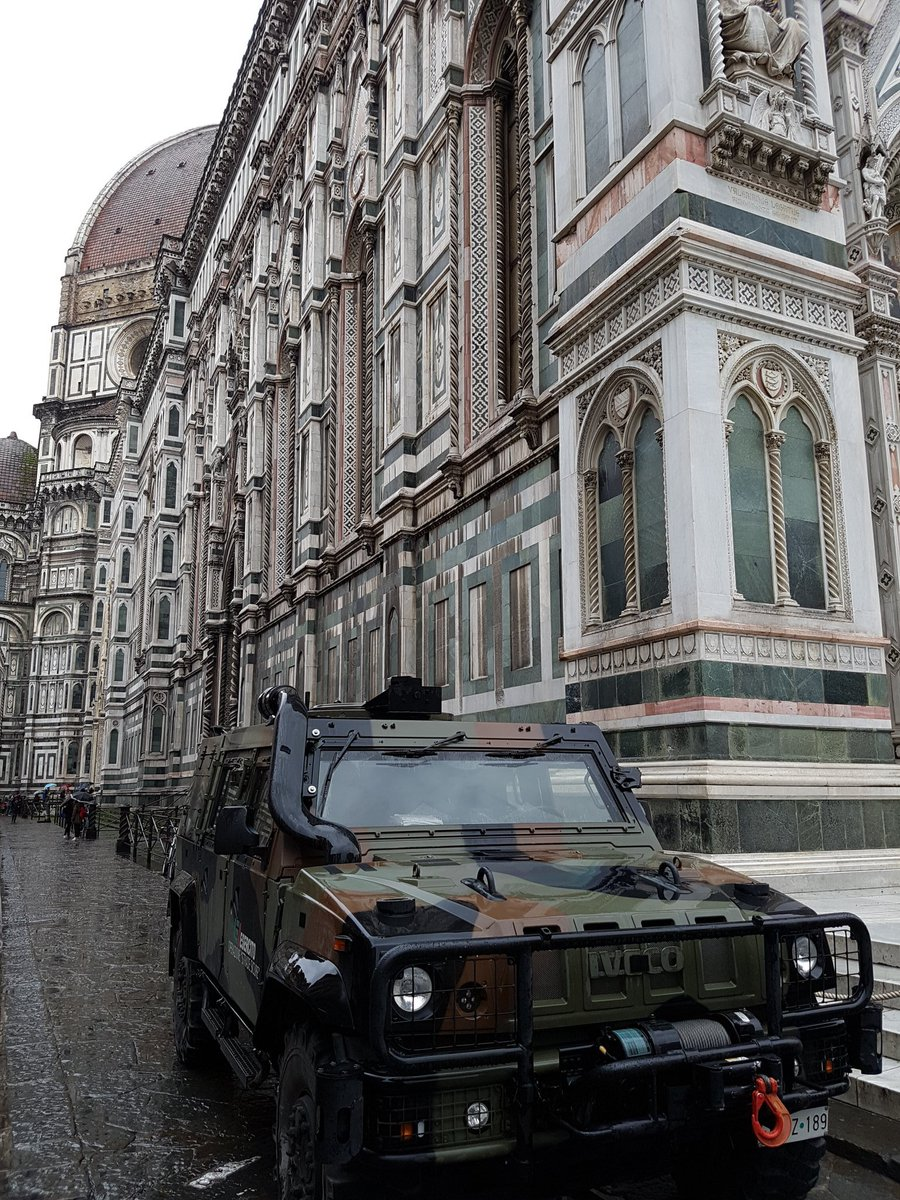 Florence in 2016. I was surprised by the military presence compared to the U.K. Nice camouflage though... #firenze #florence #Italypic.twitter.com/jdZ6SriAqs