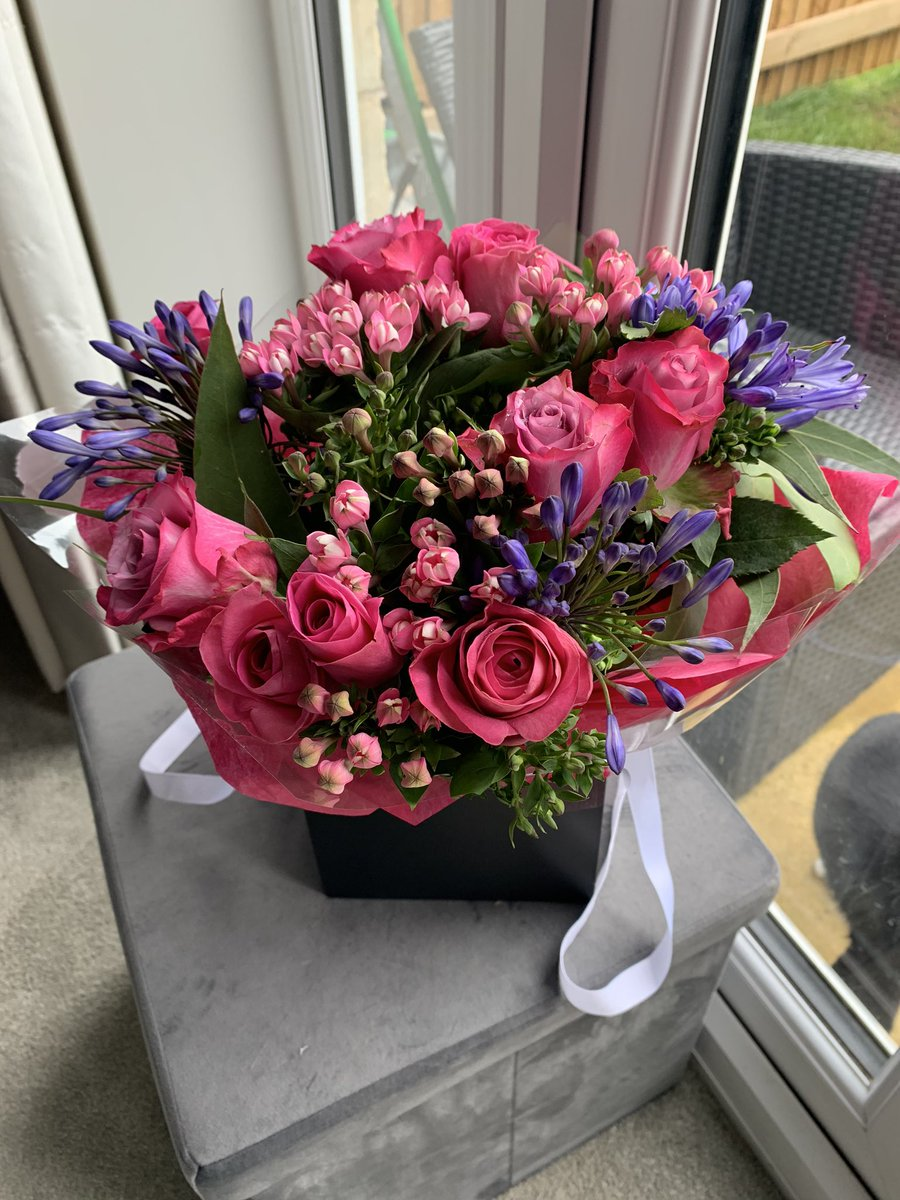 """When your #CIPD students get you """"Thank you"""" flowers 💐 https://t.co/UuoZX00rBk"""