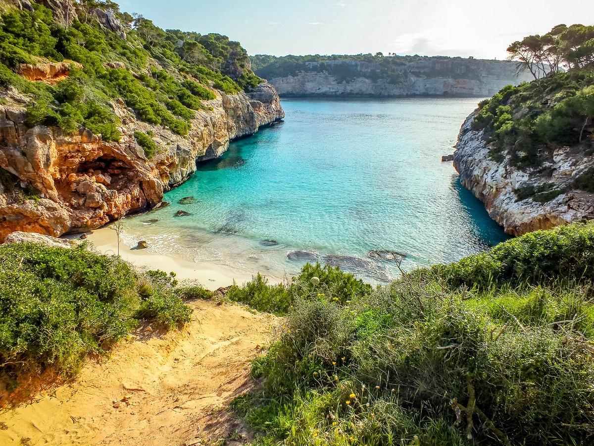 Die wunderschöne Caló des Moro im Süden von #Mallorca unweit von Santanyí.  • #CalodesMoro  04.2018 / by Sebastian on tour • #igersmallorca #estaes_baleares #loves_balears #igersbalears #mallorcaisland #baleares #loves_baleares #reiselust #urlaubsreif #fernweh #urlaubpic.twitter.com/4jYifxbVwj