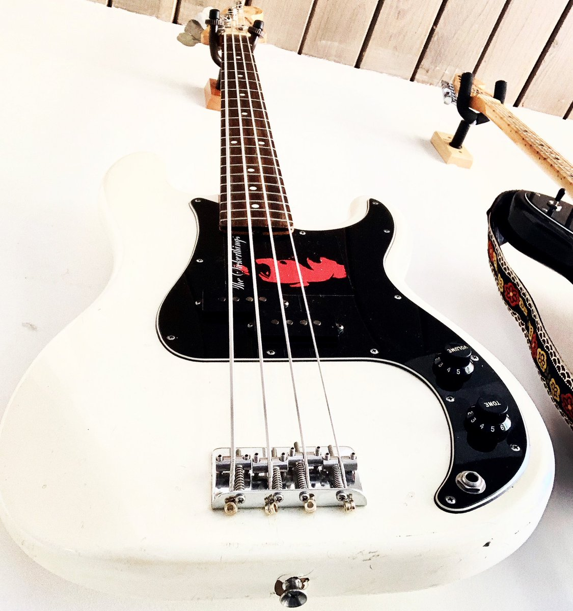 Working on new songs and wanted to share the view from my work table. @fender #fender #fenderpbass #vintageguitars pic.twitter.com/Y4v0zx52uA